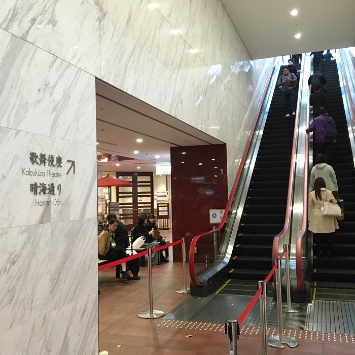 歌舞伎座へのエスカレーター